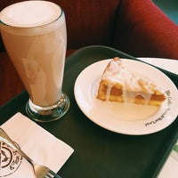 Photo taken at The Coffee Bean & Tea Leaf by Yarnnagorn K. on 10/10/2015