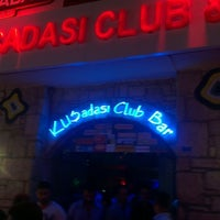 Photo prise au Kuşadası Club Bar par Alboran le6/29/2013