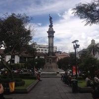 Foto tomada en Plaza Grande por Mike C. el 12/4/2012