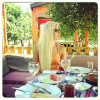 Photo taken at Osmanlı Kahvaltı Bahçesi / Ottoman Garden Breakfast by Ecem Seda A. on 9/6/2013