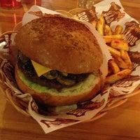 3/16/2013 tarihinde Serap I.ziyaretçi tarafından Route Burger House'de çekilen fotoğraf