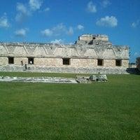 Foto tomada en Zona Arqueológica de Uxmal por E el 10/13/2012