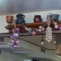 4/20/2013 tarihinde Christina X.ziyaretçi tarafından Samos Restaurant'de çekilen fotoğraf