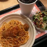 Foto scattata a Pasta Flyer da Julie H. il 12/9/2017