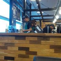 Foto tirada no(a) Starbucks Coffee por Shrey G. em 2/17/2013