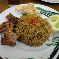 """รูปภาพถ่ายที่ Pondok Nasi Kebuli """"Ibu Hanna"""" โดย Fet T. เมื่อ 11/26/2012"""