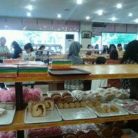 Photo taken at Singapura Bakery & Cake by Mahmud P. on 11/3/2012