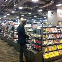 Das Foto wurde bei TSUTAYA TOKYO ROPPONGI von JJW am 1/12/2013 aufgenommen
