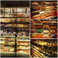 11/28/2012にRenaldo J.がMartha's Country Bakeryで撮った写真