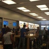 Foto scattata a Apple Centro Sicilia da Mario G. il 8/31/2013