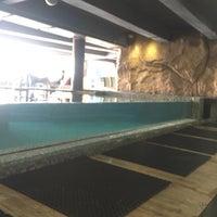 Foto tirada no(a) Liquid Pool Lounge por Irish B. em 10/31/2016