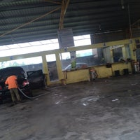 Photo taken at Cyclone Automatic Car Wash by Zulhimi Z. on 9/4/2015