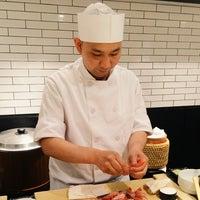 5/3/2014 tarihinde foodforfelziyaretçi tarafından Sushi Nakazawa'de çekilen fotoğraf