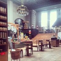 Das Foto wurde bei Starbucks von Landy am 4/14/2013 aufgenommen
