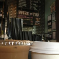 Foto scattata a Double Trouble Caffeine & Cocktails da Hannah T. il 10/25/2012