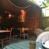 Foto tomada en Olive Vine Café por Gene el 9/27/2014
