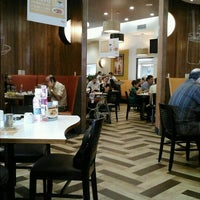Photo taken at Vips by Gustavo R. on 10/21/2012