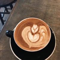 Foto tomada en Frisson Espresso por Mindy C. el 2/3/2017
