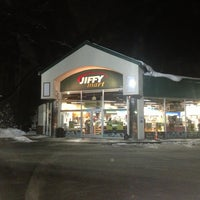 Photo taken at KENNEDY DRIVE JIFFY MT by Jared B. on 12/28/2012
