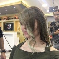 Photo prise au Ali Polat Saç Tasarım ve Güzellik Salonu par Mari V. le11/13/2016