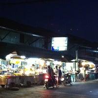 Photo taken at ร้านหนูท่าใหญ่ by Oat O. on 12/30/2012