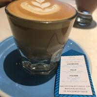 Foto tirada no(a) Kaizen Coffee Co. por Q Q. em 8/13/2017