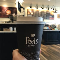 Photo prise au Peet's Coffee & Tea par engjira le10/23/2017