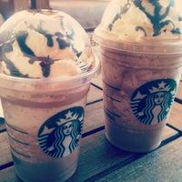 Foto tirada no(a) Starbucks por Rebecca M. em 3/31/2013