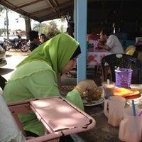 Photo taken at celup tepung penarek by Mohd S. on 10/5/2012