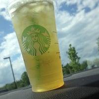 Foto tirada no(a) Starbucks por C.C. C. em 6/17/2013