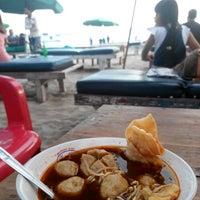 Photo taken at Bakso Pantai Double Six (Pak Lik) by Tresya M. on 5/23/2014