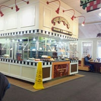 Photo taken at Golden Corral by Zenilda D. on 12/2/2012