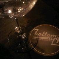 รูปภาพถ่ายที่ Bottoms Up โดย Bralee S. เมื่อ 12/22/2012