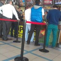 Photo prise au Burger King par Hasan Berk K. le4/5/2013