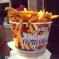 Photo taken at Thrasher's French Fries by KαÖωWɑäη on 8/21/2013
