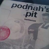 Foto tomada en Podnah's Pit BBQ por Jana G. el 5/26/2013