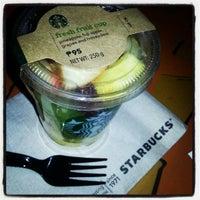Das Foto wurde bei Starbucks Coffee von Louis C. am 12/8/2012 aufgenommen
