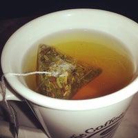 Photo prise au The Coffee Bean & Tea Leaf par Louis C. le7/21/2013