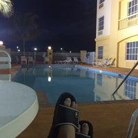 Photo taken at La Quinta Inn & Suites Ft. Pierce by John F. on 3/6/2014