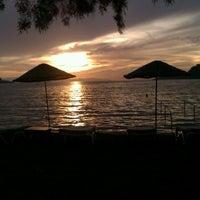 10/12/2012 tarihinde Berat A.ziyaretçi tarafından Pina Lounge Cafe & Beach'de çekilen fotoğraf