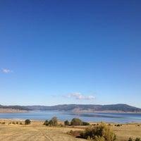 Foto tomada en Язовир Батак (Batak Dam) por Nina V. el 10/21/2012