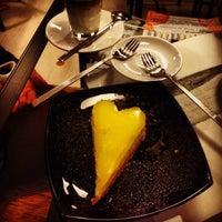 Foto scattata a Luna's Torta da Tayfun U. il 12/7/2013