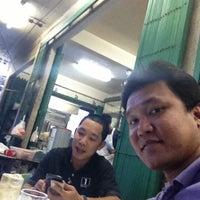 Photo taken at ร้านอาหาร แต้เม่งหลี (แปะตี๋) by ผมนี่แหละ t. on 5/26/2013