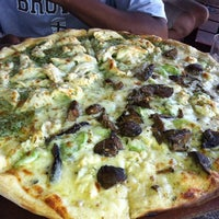 Foto tirada no(a) Matchbox Vintage Pizza Bistro por SHAR H. em 7/5/2013