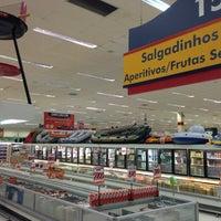 Foto tirada no(a) Supermercado Angeloni por Vitor B. em 1/30/2013