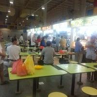 Photo taken at Telok Blangah Crescent Market & Food Centre by Daryl L. on 11/6/2012