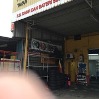 Photo taken at Ah Kit Kedai Tayar by Najmi R. on 2/5/2016