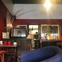 Photo taken at Katoomba St Cafe by Amonrat S. on 4/30/2017