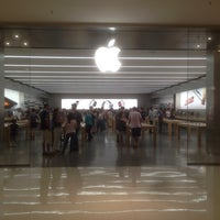 Photo taken at Apple Morumbi by Paraguaio .. on 10/11/2015