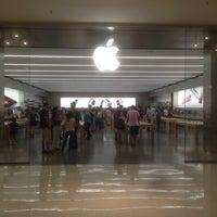 Photo taken at Apple Morumbi by Paraguaio .. on 10/11/2015